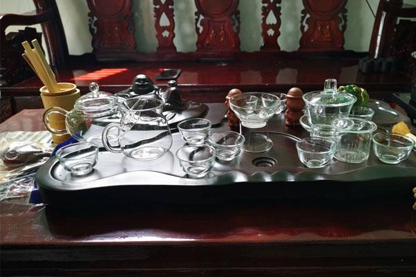 Bàn trà điện làm bằng gỗ công nghiệp