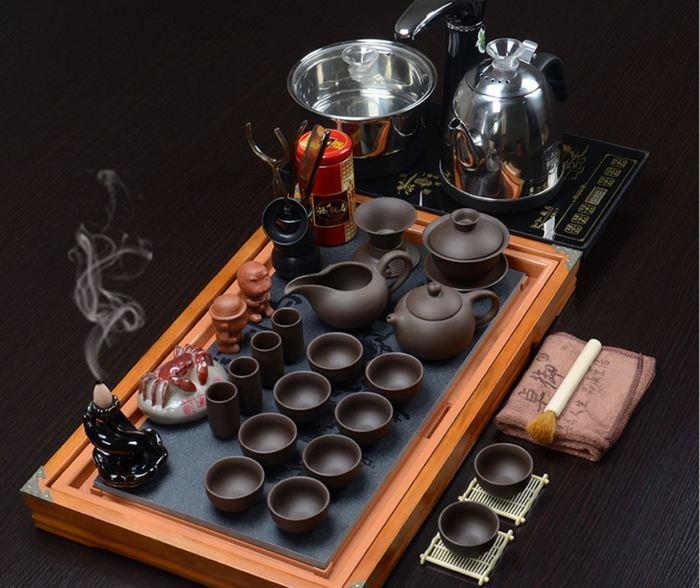 Người mệnh Mộc nên ưu tiên chọn bàn trà bằng gỗ có màu vàng, nâu đất
