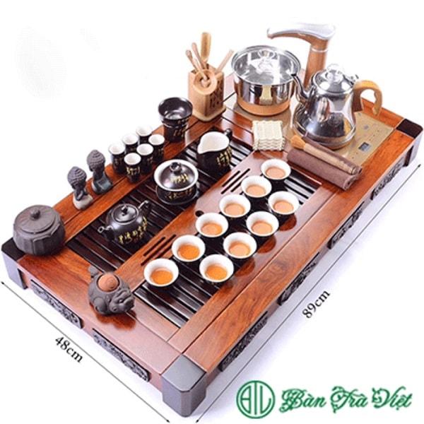 Bếp Kamjove G9 được lắp đặt trên khay trà gỗ tạo thành bếp trà điện