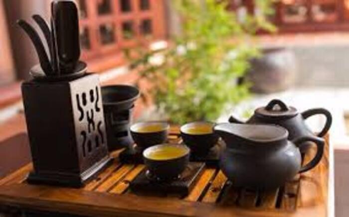 Nếu khéo léo, bàn trà còn có thể trở thành một món đồ trang trí